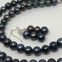 Beautiful dark freshwater pearl necklace and earrings - free UK postage