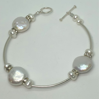 Diamanté and freshwater pearl bracelet- free UK postage