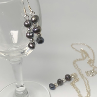 Fabulous vintage freshwater pearl necklace and earrings - free UK postage