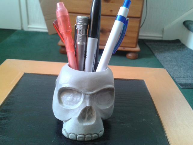 novelty resin cast skull pen holder