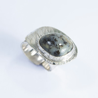 Merlinite Menhir Flick Ring