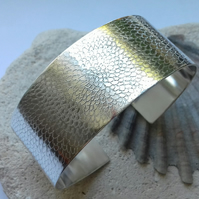 Chrysanthemum Design Sterling Silver Cuff