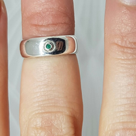 Sterling silver ring with emerald stone, size D, midi ring, flush setting
