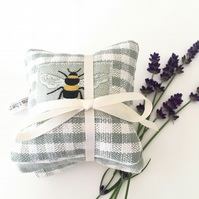 LAVENDER SACHET BUNDLE - bee and sage green gingham