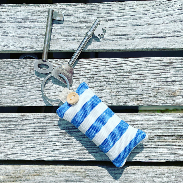 KEY RING - lavender rectangle in blue and white stripes
