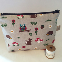 Make up bag, handbag organiser, cosmetics bag.