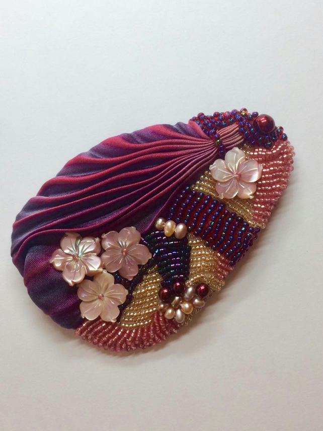 Brooch Shibori Beaded Textile Brooch Shell Carved Flowers Ladies accessory