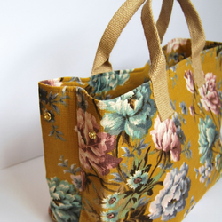 Lola Expandable Tote - Vintage Floral Taupe