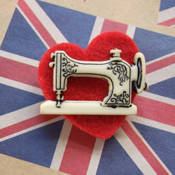 Vintage style sewing machine felt heart brooch
