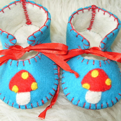 BEAUTIFUL TEAL AND CREAM HANDMADE BABY BOOTIES WITH CUTE RED MUSHROOM MOTIFS ON THEIR FRONT-HAND-STITCHED