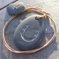 horseshoe beach pebble necklace with pebble toggle