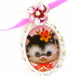 kitsch kitty cat vintage lace resin necklace OAAK