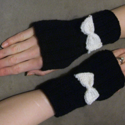 Knitted bow arm warmers