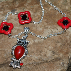 Red Howlite and Black Crystal Owl Necklace with Co-Ordinating Chain.
