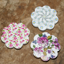 Set of 3 Large Wooden Button Floral Magnets. Shabby Chic. Flowers. Vintage Style