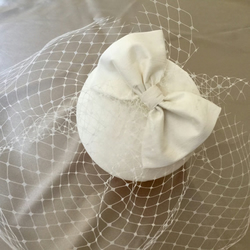 Ivory silk fascinator with veil.