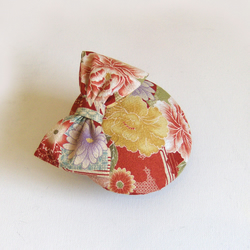 Cocktail hat, kimono silk, red with bow.