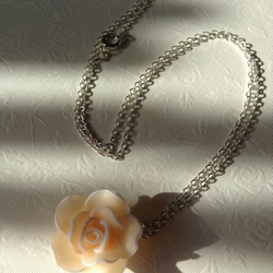 Flower necklace - silver plated - FREE UK 1st class postage
