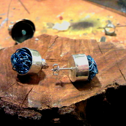 Silver earring with blue wire