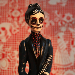 Day of the dead skeleton girl statue/figurine
