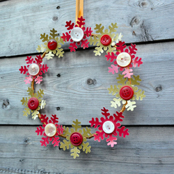 Christmas Snowflake Wreath - Red and Gold