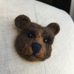 Needle Felted Bear Pin Brooch Badge - GRIZZLY BEAR