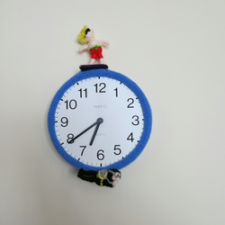 Knitted beach clock