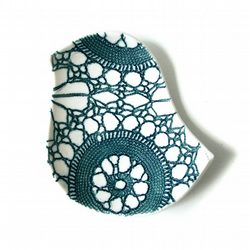 Lacy bird bowl in porcelain