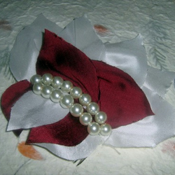 Pearl Beaded Hair Comb - Dress up time...