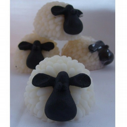 Sheep Soap – vanilla OR fresh linen scented – vegan & suitable for sensitive skin