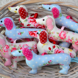 Dachshund sausage dog hanger, lavender-scented - free shipping to UK and Europe