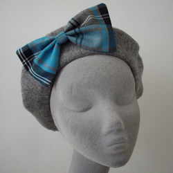Grey Wool Beret with Turquoise Tartan Bow