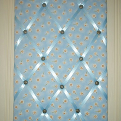 Blue Daisy Patterned Memo Board