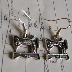 sew and sew  singer sewing machine earrings