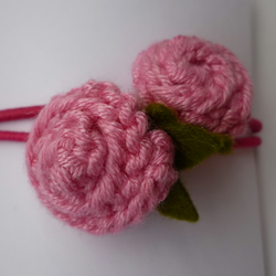 Rosebud knitted hair ties