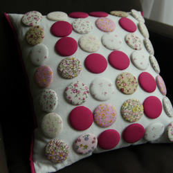 Button letter cushion