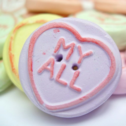 Pack of 30 Assorted Loveheart Buttons