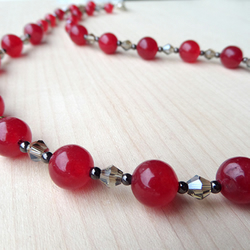 Red dyed agate beaded necklace