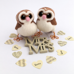 Mini Owl Wedding Cake Topper Barn Owl Pair in Dark Beige With Heart shaped Face