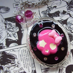 KaWaii LoCkEt with SwArOvSkiS & sKuLL 'LoCkEt fUeL' ~ LAST ONE ~ SALE