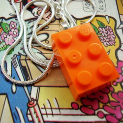 bLoCk PaRtY bRiGhTs - LeGo ObLoNg NeCkLaCe - bRiGhT oRaNgE