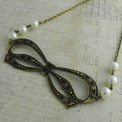 30s Bow Necklace with Pearl