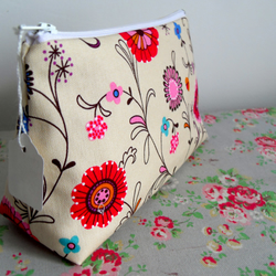 Funky flowers make-up bag