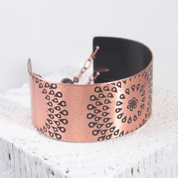 Copper bracelet bangle with drop pattern design