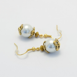 SALE! Golden Pearl Glass Earings