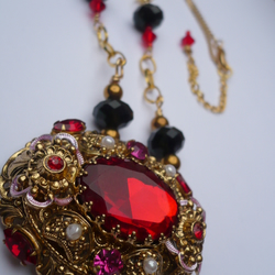 135 Victorian Vamp Necklace