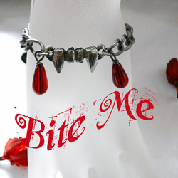 ♥ Gothic Vampire Fangs Blood Drops Bracelet ♥