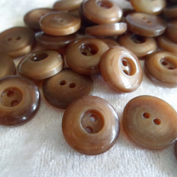 Brown round buttons 1.4cm in diameter