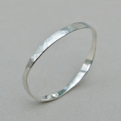 Silver hammered organic design narrow round bangle