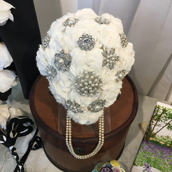 Ivory Felt Rose Sparkle brooch Bouquet